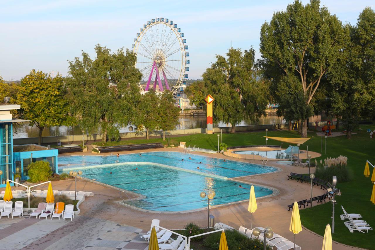 Foto Stuttgart: Mineralbad Leuze: Schwimmbad mit Mineralwasser