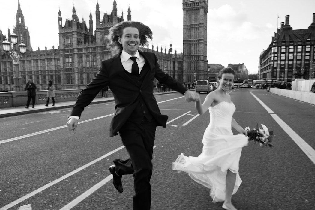 Klassischen Hochzeitsfotografie Stuttgart: Bei diesem Stil wird der Schwerpunkt insbesondere auf traditionelle Momente einer Hochzeit gesetzt. Augenblicke der Zeremonie: Ja-Wort, Ringtausch sowie Einzu und Auszug in Kirche und Standesamt