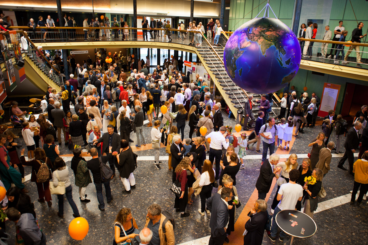 professionellen Messefotografie wie Standfotos, Fotoevents, Pressefotos. Erfahrener Messefotograf für Ihren Messeauftritt in Stuttgart.