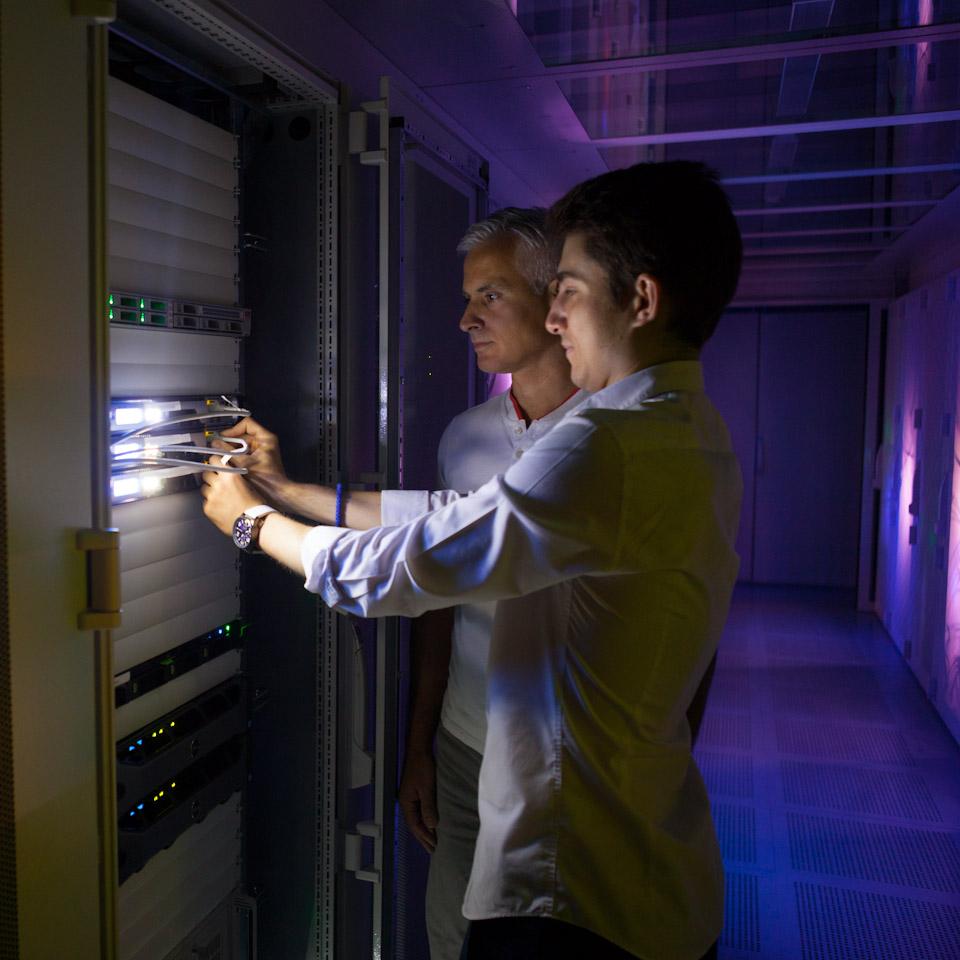 Fotograf Stuttgart erstellt Corporate Photography bei Ihnen von Server Hostings und im Rechenzentrum.